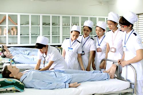 Sinh viên Y khoa phải học nhiều kỹ năng thực hành y tế